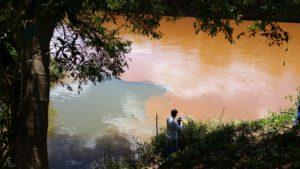 Foz do ribeirão Jequitibá no rio das Velhas (22 de março de 2017)